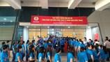Chùm ảnh: Hàng nghìn công nhân háo hức đón chờ Thủ tướng