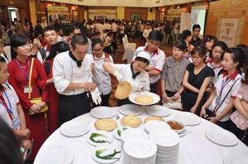 Hai khách sạn Hilton hỗ trợ giới trẻ tìm việc làm