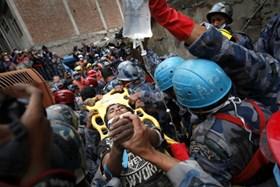 Thêm 4 người được cứu thoát nhiều ngày sau động đất ở Nepal
