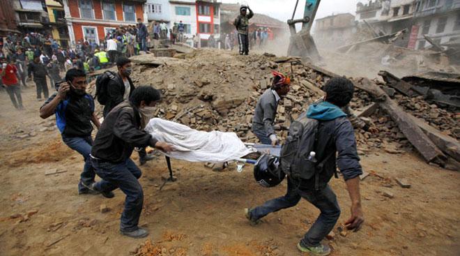 Số người chết tiếp tục tăng, Chính phủ Nepal đột ngột yêu cầu dừng tìm kiếm