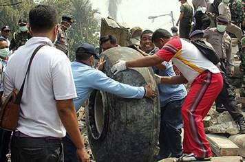 Vụ máy bay quân sự Indonesia rơi: Quản lý hành khách, sử dụng máy bay quá lỏng lẻo