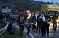 Hơn 1.000 người di cư đi bộ gần 200km tới miền đất hứa