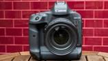 """Canon EOS 1D X Mark II: """"Chiến hạm"""" quá nhanh quá nguy hiểm đã trở lại"""