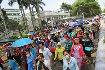 """Gần 90.000 công nhân PouYuen đình công vì """"không được hưởng BHXH 1 lần"""""""