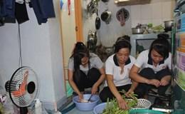 Công nhân lao động cất nhà không phép vì… quá nghèo!