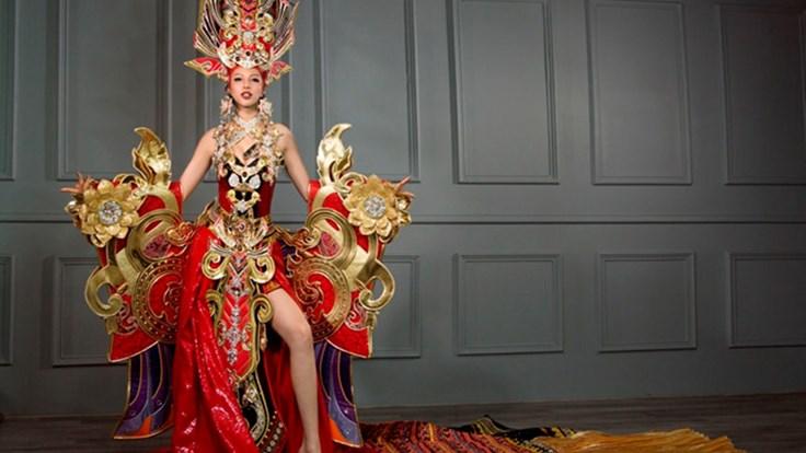 """Váy nặng 45kg bị """"ném đá"""" tả tơi nhận giải Trang phục dân tộc đẹp nhất"""