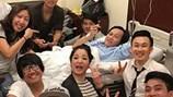 Hoài Linh đã khỏe lại, tươi cười trên giường bệnh