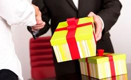 Hết thời xếp hàng biếu quà lãnh đạo
