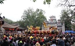 Hội làng Đồng Kỵ tưng bừng rước cặp pháo dài 6m rồng vàng quấn quanh