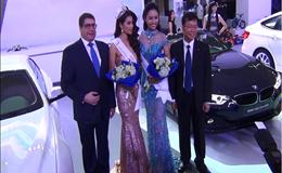 Tân HHHV Phạm Hương cùng dàn chân dài khoe dáng bên siêu xe khủng