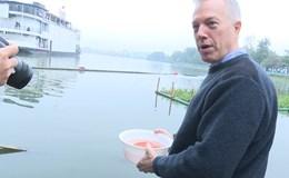 Đại sứ Mỹ thả cá, kể chuyện ông Công ông Táo lên chầu trời