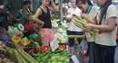 Bữa cơm công nhân: Rau và thực phẩm ôi thiu
