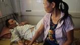 LD1688: Chạy tiền từng bữa nuôi chồng mắc bệnh nan y