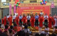 Tặng quà hơn 3,3 tỉ đồng đến với học trò Cẩm Thịnh ngày khai trường