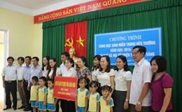 Quỹ TLV Lao động trao hơn 340 triệu đồng cho học sinh ven biển Hà Tĩnh