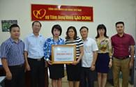 Công đoàn Xây dựng Việt Nam trao 200 triệu đồng ủng hộ bà con vùng lũ