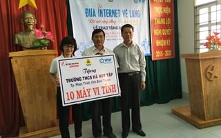 Trao tặng 10 bộ máy tính cho học sinh Bình Thuận