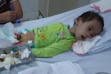 LD16102: Xót lòng cảnh cháu bé bị bệnh bại não nguy kịch vì không có tiền chữa trị