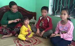 LD16108: Tương lai mờ mịt của ba đứa trẻ mồ côi cha, sống cạnh nghĩa địa