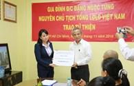 Trao tặng 740.000.000 đồng cho Quỹ Tấm Lòng Vàng Lao Động