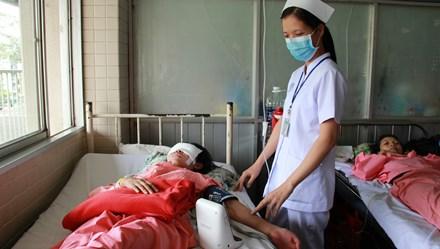 LD16121: Gặp nạn khi đi thăm thầy cô giáo cũ, cô dược sĩ tương lai không có tiền điều trị