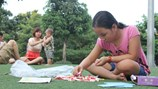 """Trẻ thiếu kĩ năng, vô cảm bởi cha mẹ """"quên"""" dạy văn hoá gia đình"""