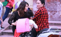 Bộ trưởng Phùng Xuân Nhạ biểu dương giáo viên ra tận cổng đón học sinh