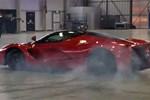 """Mang siêu xe giá hơn 100 tỷ ra """"phá lốp"""" cho vui"""