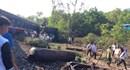 Chùm ảnh hiện trường vụ lật tàu do đâm xe tải chở đá