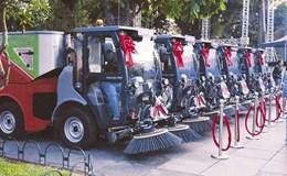 Hà Nội tiếp nhận 12 xe chuyên dụng do Tập đoàn Tân Hoàng Minh trao tặng