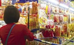 Thị trường trang trí Tết: Sức mua yếu, giá không biến động