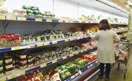 Cẩn trọng khi mua thực phẩm giá rẻ trong siêu thị