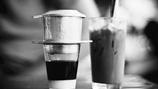"""Khi cafe """"sang chảnh"""" rắp tâm đè bẹp cafe truyền thống"""