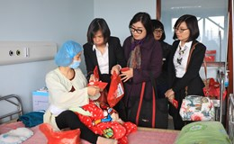 Tập đoàn GFS tặng quà bệnh nhân BV Nhi Trung Ương và bệnh viện K Tân Triều