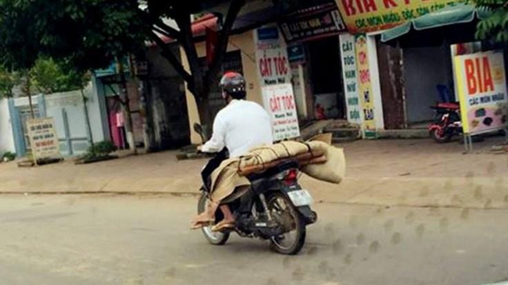 Chút an ủi đến với con gái người phụ nữ bị chở xác về quê bằng xe máy