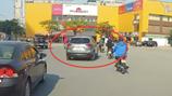 """Tài xế xe ôtô Mazda CX5 """"hạ gục"""" người đi xe máy rồi bỏ chạy sẽ bị xử lý thế nào?  """