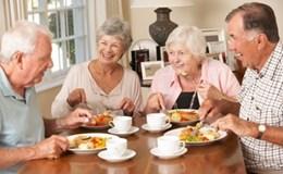 Người cao tuổi được hưởng cả trợ cấp tuổi già và tiền tuất?