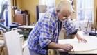 Người cao tuổi tiếp tục làm việc có được xét thi đua?