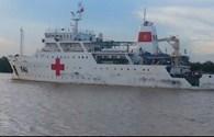Tàu chở thi thể các chiến sĩ máy bay Casa 212 về đến đất liền