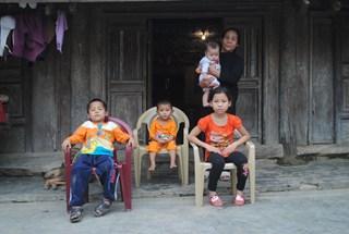 LDS-15019: Bố chết, mẹ ung thư, 4 đứa trẻ tận cùng nheo nhóc
