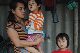LDS15021: 2 con, đứa động kinh, đứa đẻ ra không mở mắt