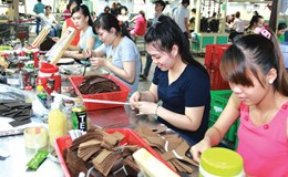 Doanh nghiệp cần có chính sách đãi ngộ để giữ công nhân