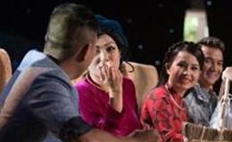 """Cẩm Ly bất lực nhìn Phương Thanh """"thả thính"""" chồng mình"""