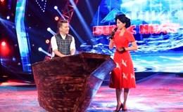 """Đàm Vĩnh Hưng chơi trội, mang thuyền """"khủng"""" lên sân khấu minishow"""