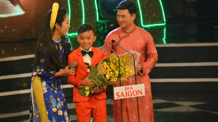 Hồ Văn Cường vượt Phương Mỹ Chi nhận giải Ca sĩ hát dân ca hay nhất Mai Vàng 2016