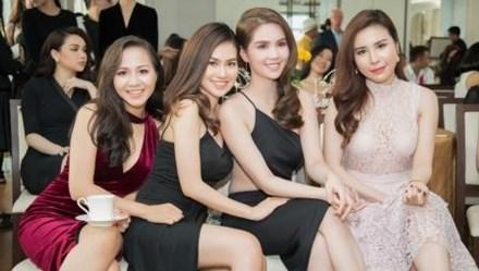 Hoa hậu Diễm Trần đọ dáng sexy cùng Ngọc Trinh