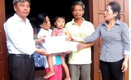 Quỹ Tấm lòng vàng Lao Động thăm con công nhân bị tai nạn tại Quảng Bình