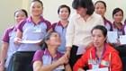 Tặng quà cho công nhân có hoàn cảnh khó khăn ở Bình Dương và Thái Nguyên