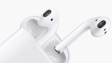 Apple đang hại người dùng bằng tai nghe AirPods độc hại?