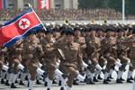 """Triều Tiên """"khoe"""" sức mạnh quân sự trong lễ duyệt binh có một không hai"""